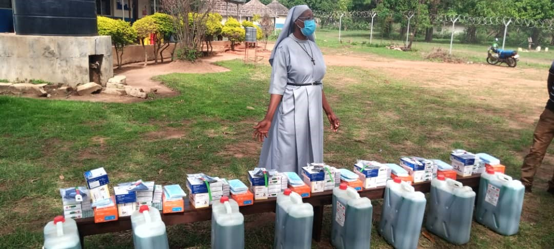 Health worker at Maryland HCIII in Adjumani district receiving assorted IPC items from IDI/CDC ANC/iCCM project.